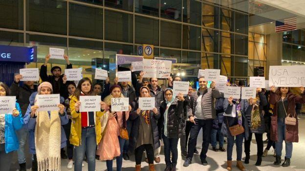 تلاش و تجمع ایرانیان در فرودگاه بوستون برای جلوگیری از اخراج شهاب دهقانی