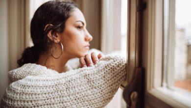 تصویر از استرس و ۷ تأثیر منفی روی پوست و مو