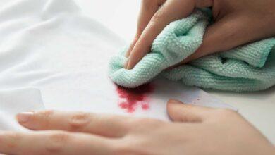 تصویر از راهنمای پاک کردن لکه لاک ناخن از روی فرش و لباسها