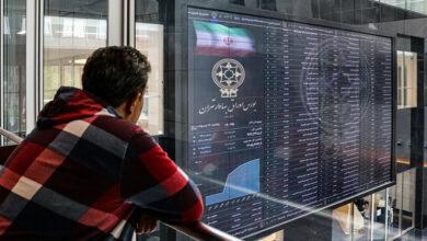 تصویر از تجمع بخشی از سهامداران بورس مقابل مجلس + عکس