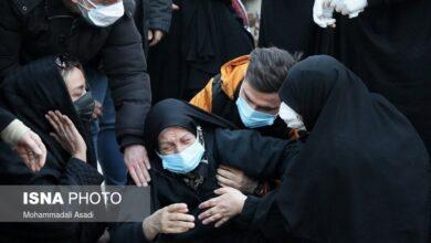 تصویر از مادر علی انصاریان راهی بیمارستان شد