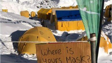 تصویر از بحران کوید ۱۹ در اورست | افراد بیمار در چادرهایشان سرفه میکنند.