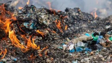 تصویر از زبالههای پلاستیکی که به منظور بازیافت از انگلیس به ترکیه صادر شدهاند، دفن شده و یا سوزانده میشوند
