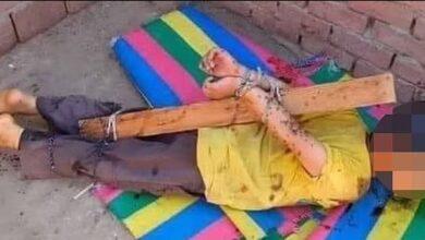 تصویر از مجازات بیرحمانه کودک مصری توسط پدرش