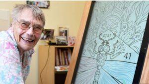 مولی میگوید که نقاشی مجازی روی رایانه لوحی را به نقاشی واقعی ترجیح میدهد زیرا کمتر کثیف کاری میشود.
